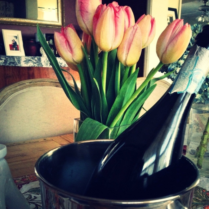 tulips, champagne, spring, sundays, weekend, family, friends, entertaining, brunch, centerpiece, bubbles