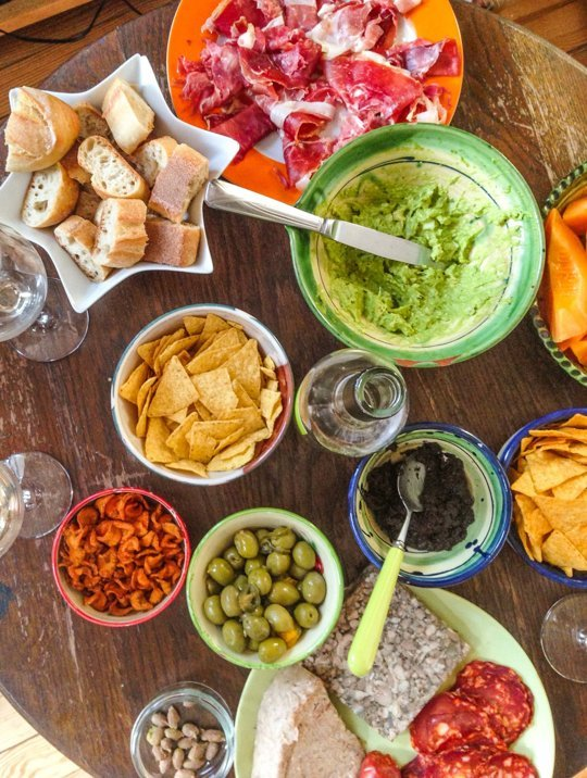 outdoor party, barbecue, no-cook food, appetizers, charcuterie, cheese, olives, quacamole, chips, snacks, easy hosting, french garden parties